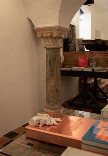 De hergebruikte Romeinse zuil in de 13e-eeuws kelder van Breestraat 113