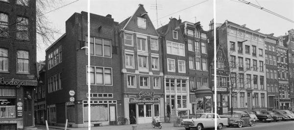 Voorgevel Nieuwezijds Voorburgwal 86, waarop de onderpui uit 1877 zichtbaar is (1962)