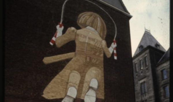 Het 'Touwtjespringend meisje' van kunstenaar Co Westerik