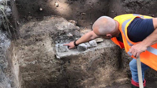 Resten van een middeleeuwse stadsmuur
