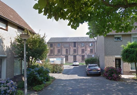De voormalige leerfabriek is alleen vanaf de Seringenhof nog goed te zien