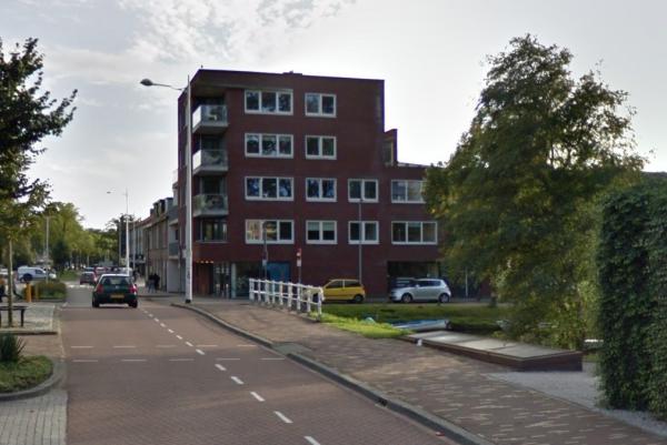 Een bak met schotbalken bij de Korte Vondelstraat in Alkmaar