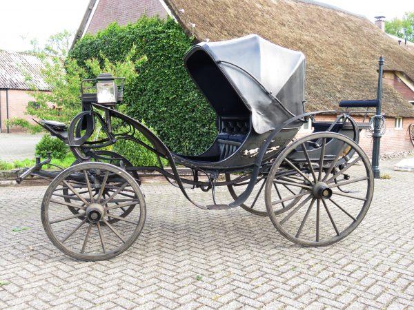Historisch rijtuig rijdend mobiel erfgoed