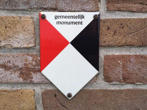 """Schildje """"Gemeentelijk Monument"""""""