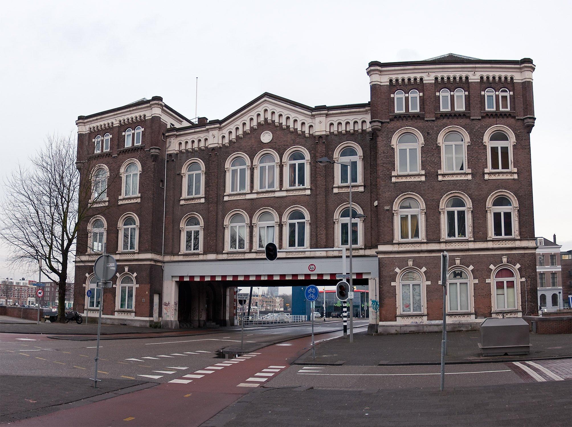 Gemeente Rotterdam eist opknapbeurt voor historisch Poortgebouw