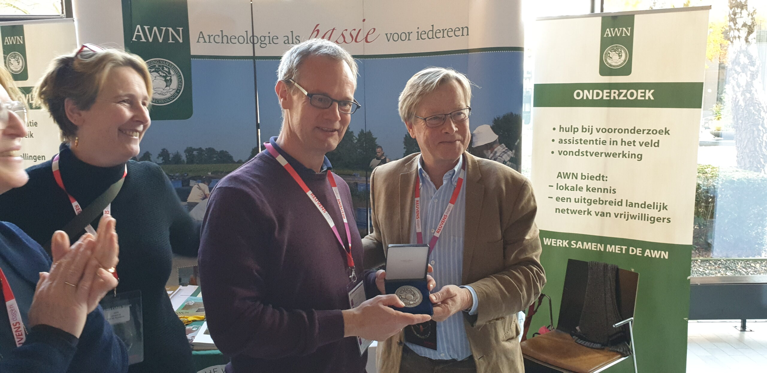 Zilveren legpenning AWN voor Zutphense archeologen