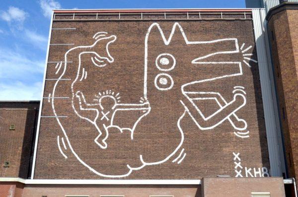 Muurschildering van Keith Haring op het Food Centre in Amsterdam