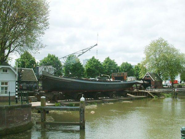 Scheepshelling Koningspoort in de Oude Haven in Rotterdam