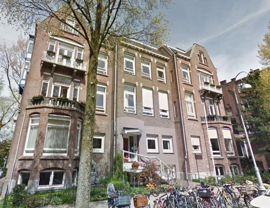 Het pand Van Eeghenstraat 70-72 in Amsterdam.