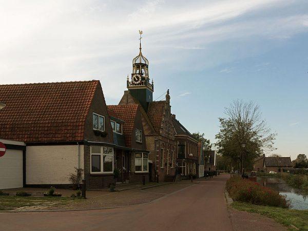 Raadshuis Barsingerhorn in gemeente Hollandse Kroon.