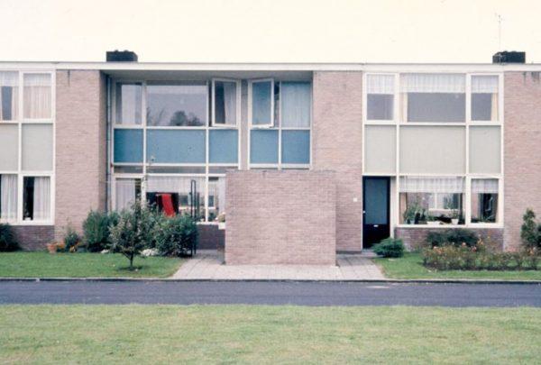 'Om-en-om' woningen van Gerrit Rietveld in Reeuwijk.