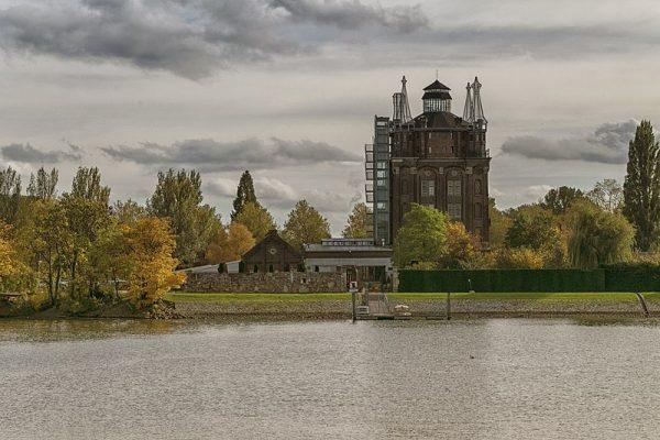 Villa Augustus Dordrecht, een watertoren herbestemd tot hotel.