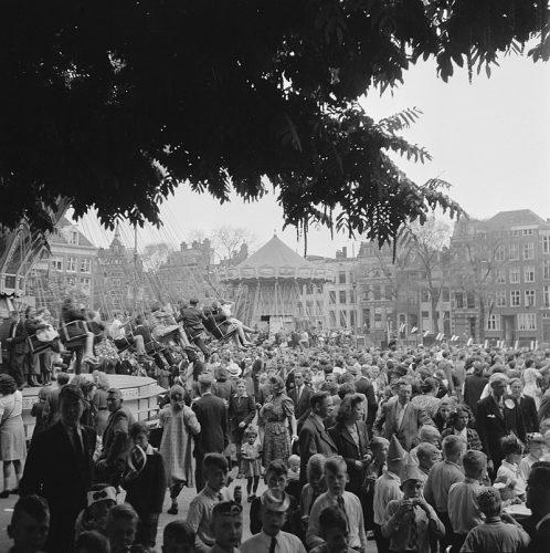 Bevrijdingskermis Amsterdam in 1945.