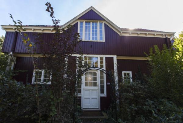 Villa van De Bazel in Bussum mét aanbouw.