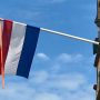 Heemschut vraagt Gooise Meren om vlag terug te brengen op openbare gebouwen