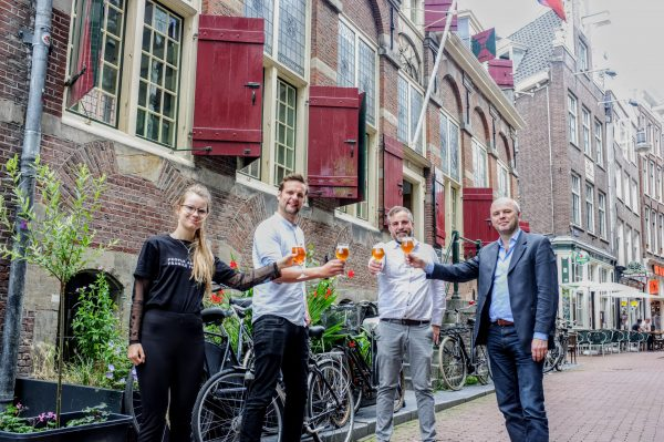 Heemschutmedewerkers Elzemiek Aalpoel, Christian Pfeiffer, directeur Karel Loeff en architectuurhistoricus Pieter Vlaardingerbroek.