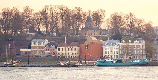 Gezicht op Nijmegen (waaronder De Bastei).