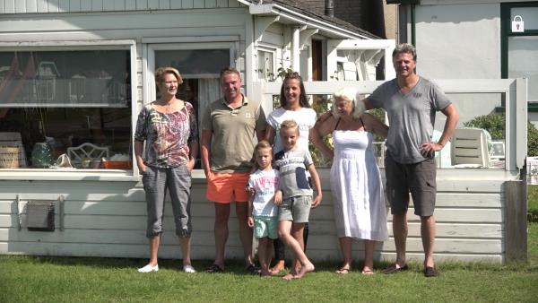 Familiefoto van meerdere generaties op camping Aardenburg