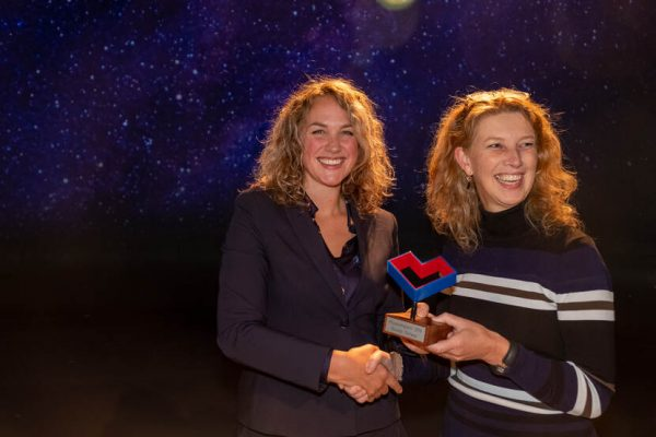 Winnaar van Museumtalentprijs 2019 Boukje Schaap met Susan Lammers.