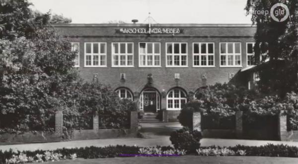 Meisjesvakchool in Zutphen.