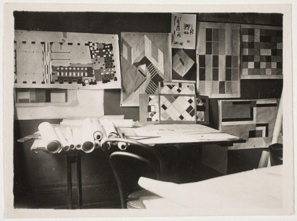: De interieurmaquette in het atelier van van Doesburg.