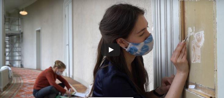 Kijken: studenten doen onderzoek naar verflagen in Paleis Soestdijk