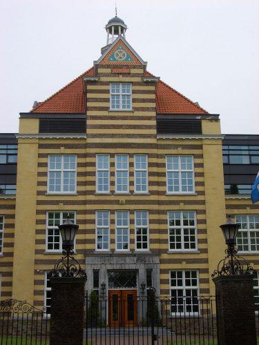 Ambachtsschool in Heerlen. Ontworpen door Jan Stuyt.
