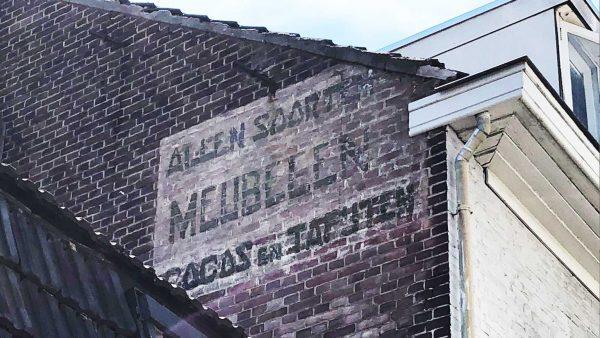Gevelreclame aan de Telefoonstraat in Tilburg.