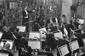 Mattheüs-Passion in Grote Kerk in Naarden, 12 april 1968. Foto: via Wikimedia CC0